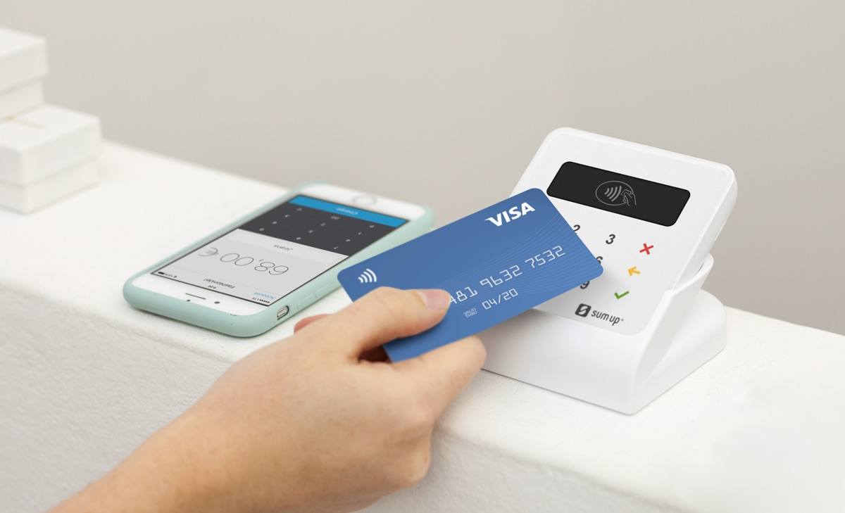 SumUp card reader taking contactless card payment